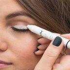استفاده از مداد یا خط چشم سفید برای میکاپ